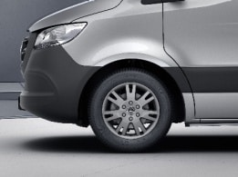 Sprinter Tourer, 43.2-cm (17-inch) light-alloy wheels